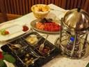 Kaminfeuer, hausgemachte Saucen, saftiges Fleisch, Käse, eingelegtes Gemüse - Fondue beim Bonka