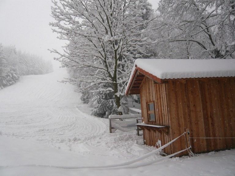 Skihütte im Winter 2